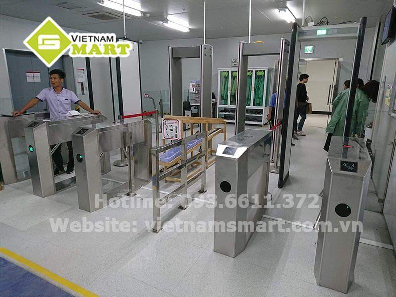Kiểm soát lối vào nhà máy LG Display bằng cổng xoay tripod VietnamSmart