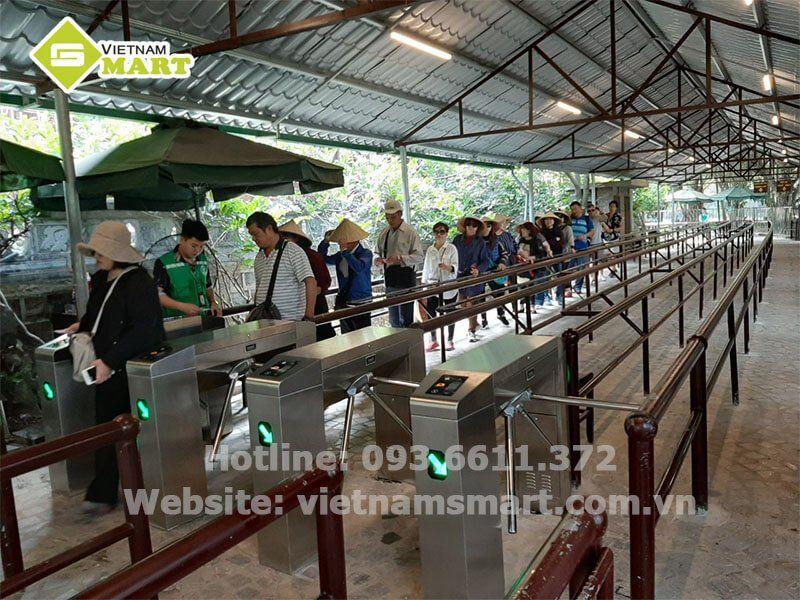 Cổng xoay 3 càng -Kiểm soát vé khu du lịch tràng an của VietnamSmart