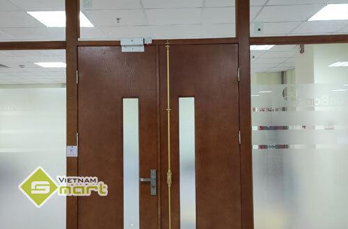 khóa chốt thả kiểm soát cửa