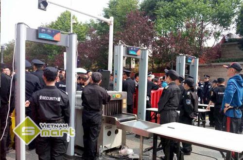 Cổng dò an ninh VO-1000A ứng dụng để kiểm soát ra vào các sự kiện lớn