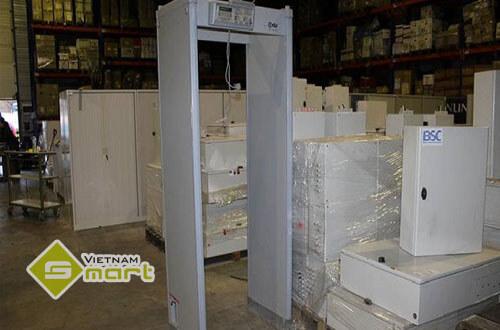 Cận cảnh cổng dò kim loại CEIA HI-PE Multi Zone