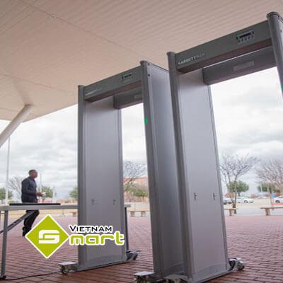 cận cảnh cổng dò kim loại Garrett MZ6100