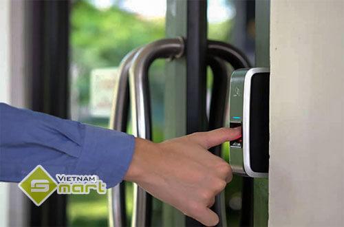 Ứng dụng thiết bị kiểm soát bằng vân tay cho cửa nhôm kính