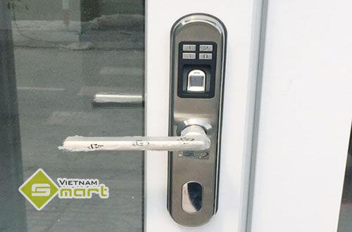 Ứng dụng thiết bị kiểm soát bằng vân tay cho cửa nhôm Xingfa