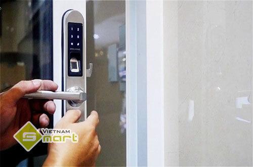 Ứng dụng thực tiễn khóa cửa vân tay cho căn nhà hiện đại