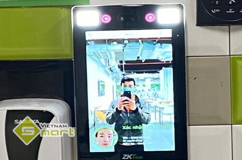 Lắp đặt máy chấm công khuôn mặt tại văn phòng của Uniben