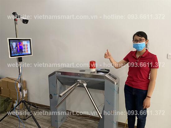 Cổng xoay tripod lắp đặt trong hệ thống camera thân nhiệt kiểm soát lối vào
