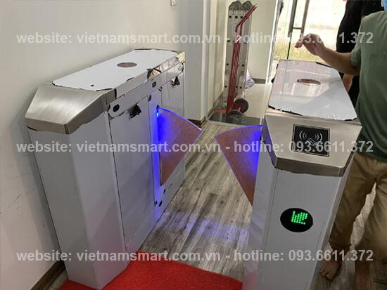 Cổng tripod lắp đặt trong hệ thống camera thân nhiệt kiểm soát lối vào