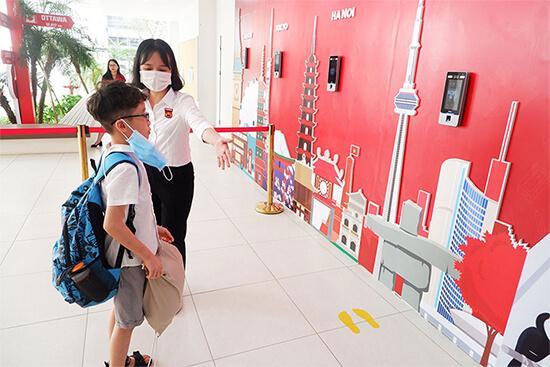 Kiểm soát thân nhiệt nhận diện khuôn mặt tại trường học