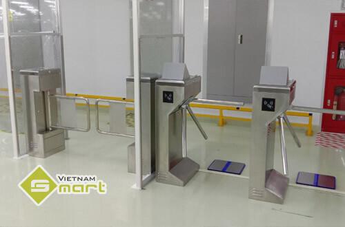 Lắp đặt cổng phân làn kết hợp đo tĩnh điện cho công ty Systech