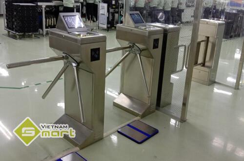 Lắp đặt cổng tripod và flap barrier kết hợp đo tĩnh điện cho công ty Systech