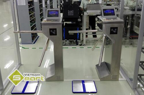 Lắp đặt cổng phân làn kết hợp thiết bị đo tĩnh điện cho công ty Systech