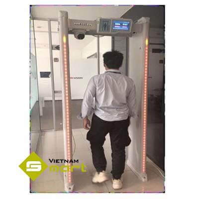 Thiết bị cổng dò đo thân nhiệt ISD-SMG318LT-F khi có người đi qua